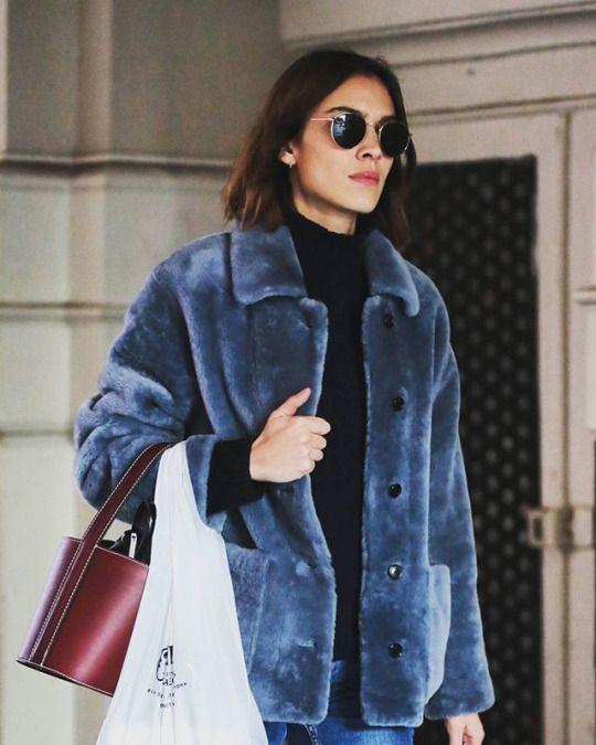alexa-chung-street-style-faux-fur
