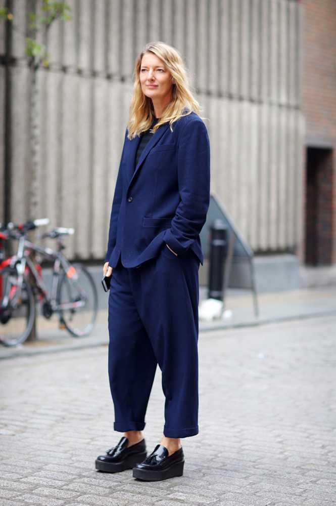 silvia-olsen-street-style-blue-suit