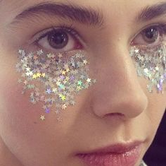 glitter-face-makeup-festival-beauty-trends