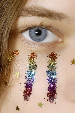 rainbow-glitter-face-makeup-festival-beauty-trends