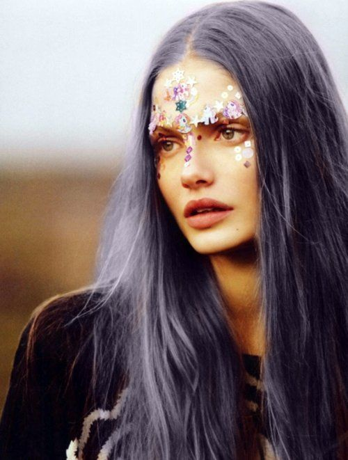 bindi-sticker-face-makeup-festival-beauty-trends