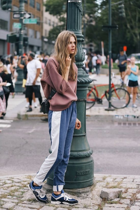 model+fashion+blogger+stripe+print+trend+ss16+street+style+off+duty