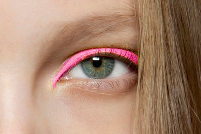 eye-bold-eye-shadow-pink-makeup-star-stars-beauty-trends-summer