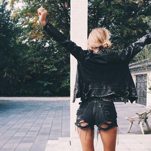 black-summer-street-style-model-off-duty-fashion-week-denim-shorts
