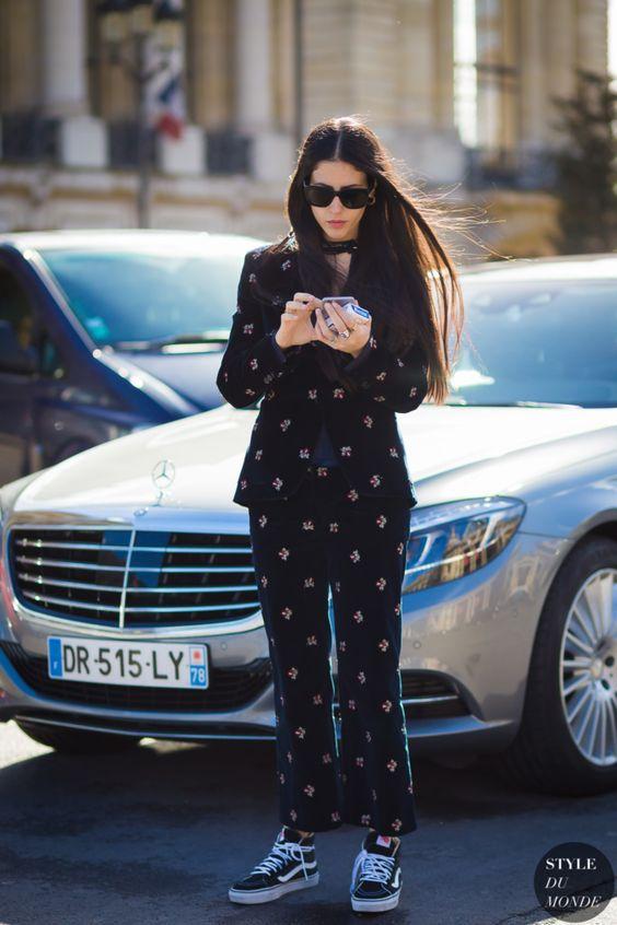 black-summer-street-style-model-off-duty-fashion-week-co-ord-matching-print