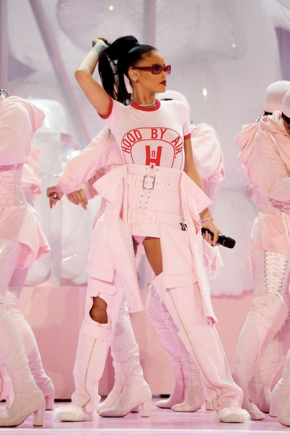 rihanna performing style