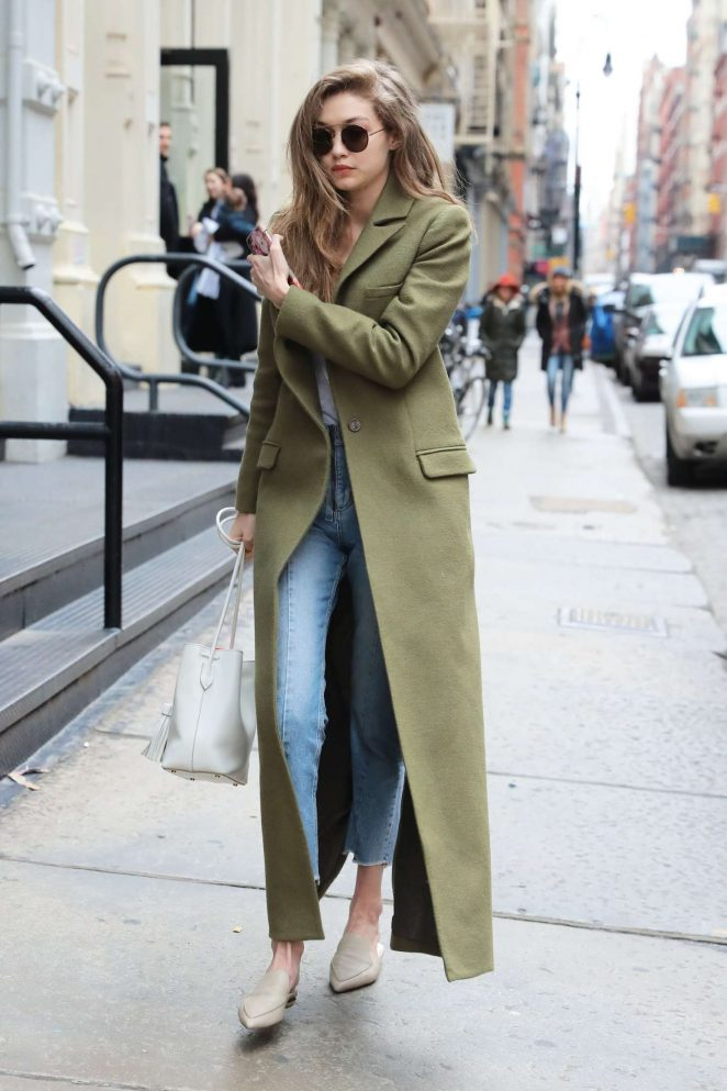 Gigi-Hadid-in-Long-Green-Coat--05-662x993